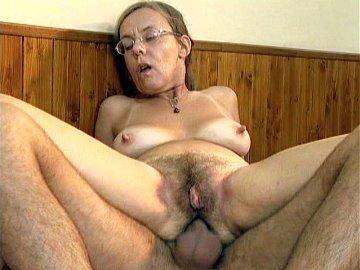 Granny Nude Anal2