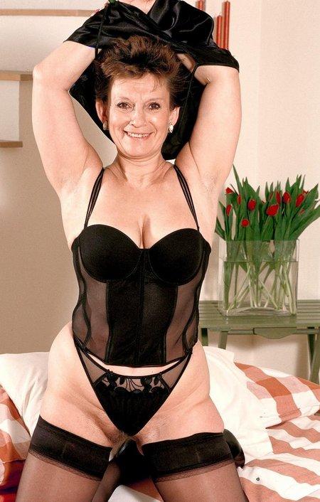 Hot nude grannyp11