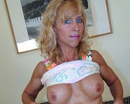 Horny Granny Nude Tits and Pussy31448